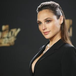 Изображение помечено: Brunette, Celebrity - Star, Gal Gadot, Safe for work