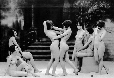 Изображение помечено: Brunette, 7 girls, Art, Black and White, Vintage