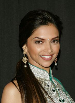Изображение помечено: Brunette, Celebrity - Star, Deepika Padukone, Face, Safe for work, Smiling