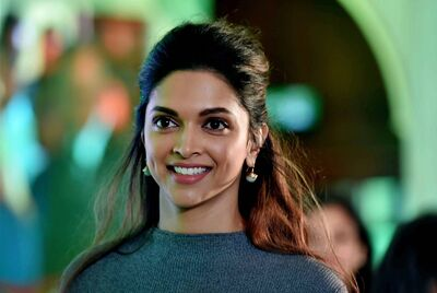 Изображение помечено: Brunette, Celebrity - Star, Deepika Padukone, Face, Safe for work