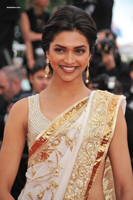 Изображение помечено: Brunette, Celebrity - Star, Deepika Padukone, Safe for work, Smiling