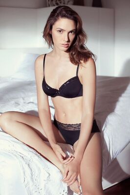 Изображение помечено: Brunette, Celebrity - Star, Gal Gadot, Lingerie, Safe for work
