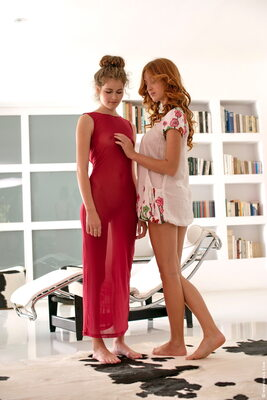Изображение помечено: Do You Like My New Dress, Michelle Starr and Vanessa C, Lesbian