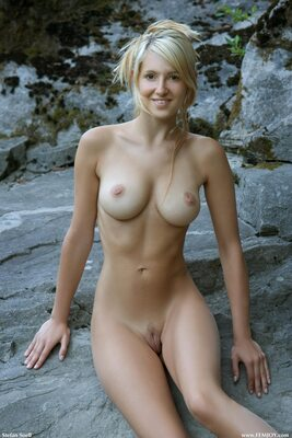 Изображение помечено: Blonde, Busty, Corinna, Femjoy, On the Rocks