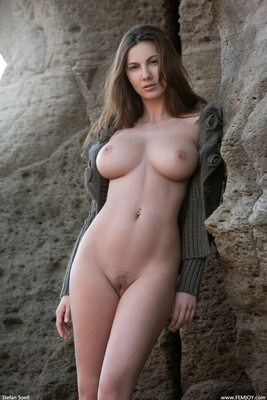 Изображение помечено: Brunette, Busty, Connie Carter, Femjoy, Rock that body