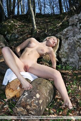 Изображение помечено: Femjoy, Skinny, Blonde, Boobs, Nature, Pussy