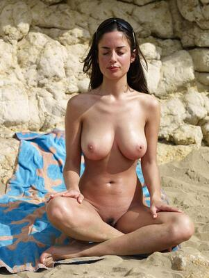 Изображение помечено: Hegre Art, Busty, Brunette, Lazy on the Beach, Muriel