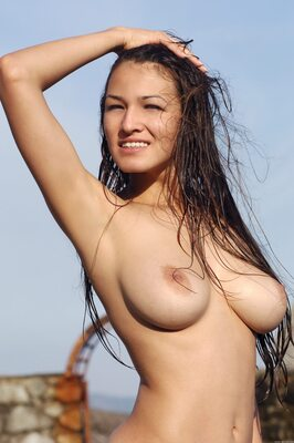 Изображение помечено: MET Art, Busty, Brunette, Boobs, Capture Me, Nature, Sofi A