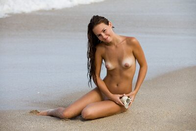 Изображение помечено: MET Art, Skinny, Brunette, Aria A, Beach, Cute, Small Tits, Smiling, Vita