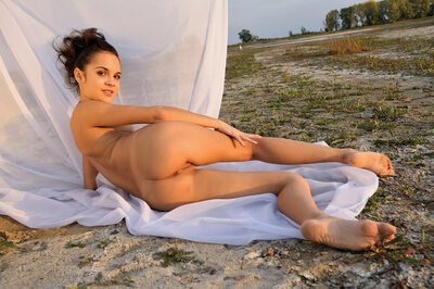 Изображение помечено: MET Art, Skinny, Brunette, Ass - Butt, Nature, Ralina A, Small Tits, Ventus