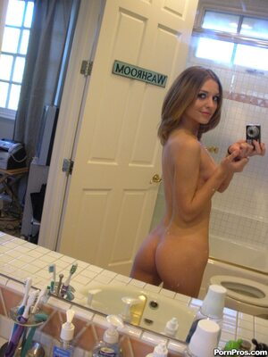 Изображение помечено: Skinny, Brunette, Kasey Chase, Ass - Butt, Selfie, Small Tits