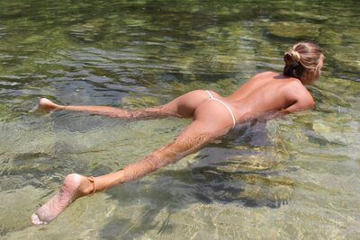 Изображение помечено: Watch4Beauty, Skinny, Blonde, By the Water, Katya Clover - Mango A